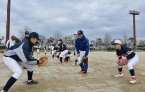 社会人野球選手 手ほどき 全中V経験の正林さんら中学生に